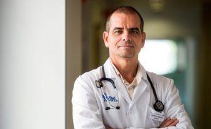 Primer plano de médico de Mutua Navarra