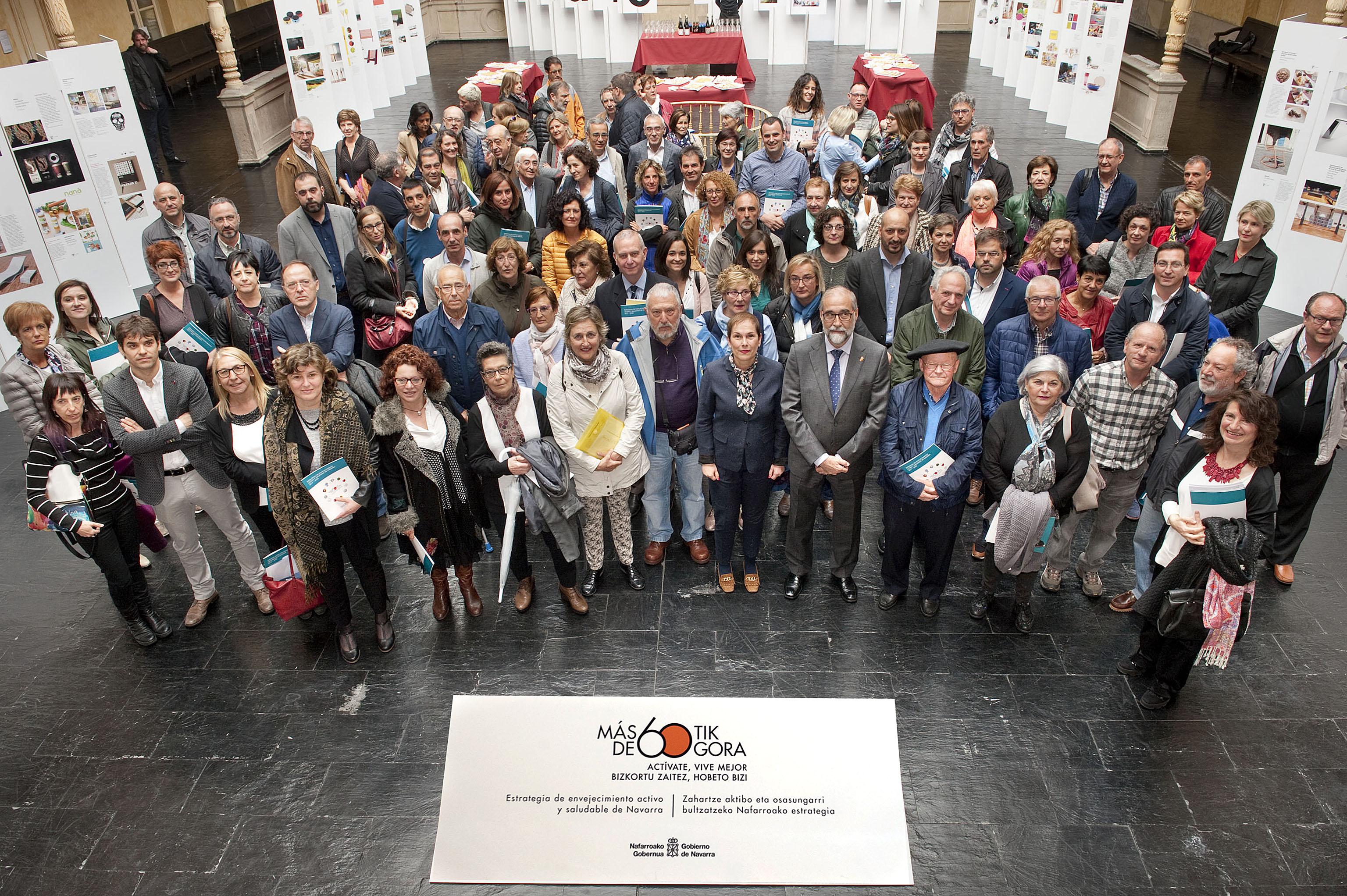 Foto de todos los integrantes del evento: Gobierno de Navarra apuesta por un envejecimiento activo y saludable