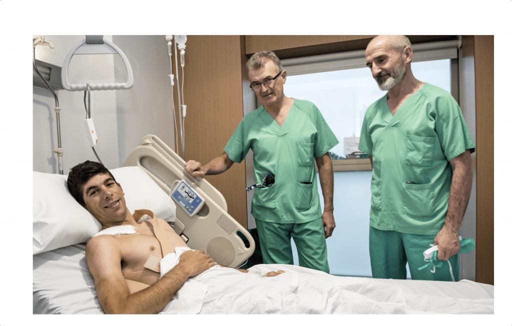 Nelson Oliveira en el hospital tras ser operado por los Doctores Recarte y Lecumberr