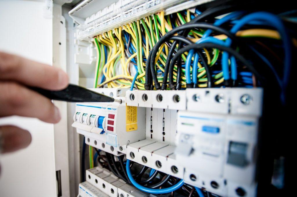 Caja de cables manipulada
