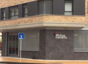 foto de la fachada de la nueva sede de Estella de Mutua Navarra